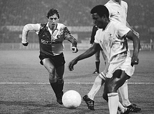 Danny Thomas (footballer, born 1961) - Thomas and Johan Cruyff in the Feyenoord vs Tottenham game during the 1983–84 UEFA Cup competition
