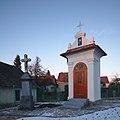 Kříž a kaple v severní části obce, Rozsíčka, okres Blansko.jpg