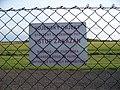 Kbely, letiště, tabule vstup zakázán.jpg