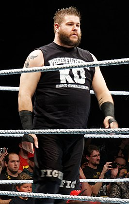 Kevin Owens in april 2016