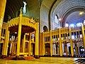 Koekelberg Basilique Nationale Sacré-Coeur Innen Langhausaltar 5.jpg