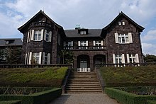 Il palazzo nei giardini di Kyū Furukawa a Kita, su cui si basa l'aspetto esteriore della villa principale a Rokkenjima[23][24]