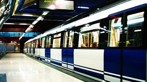 Ventura Rodríguez (Madrid Metro) - Image: Línea 3 Metro Madrid (12)