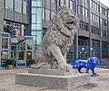 Löwe vor der BayernLB Brienner Straße München.jpg