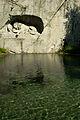 Löwendenkmal mit Brunnen.jpg