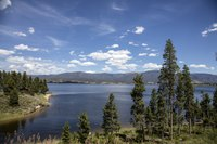 Lake Granby, adjacent to the town of the same name near the southwestern entrance to Rocky Mountain National Park, Colorado LCCN2015633701.tif