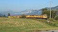 Le train jaune au PN 32 (1) par Cramos.jpg