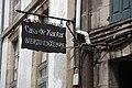 Letreiro e cableado. Santiago de Compostela.jpg