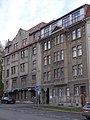 Liberec - domy čp. 860 (vlevo) a 881 na Tržním náměstí.jpg
