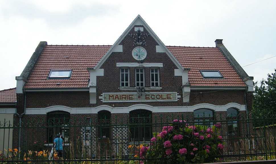 The town hall and school in Lihons