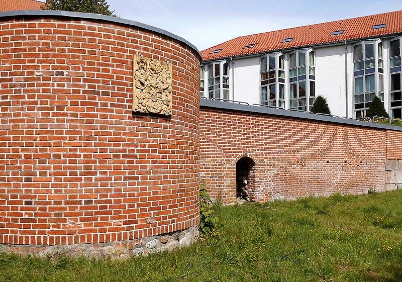 backsteinmauer filelindenplatz 9 bordesholm backsteinmauerjpg im garten