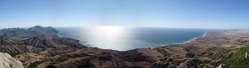 Феодосийский и Коктебельский заливы, а также Лисья бухта на карте похожи на трех...