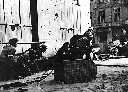 Home Army soldiers assault a fortified house in downtown Warsaw during the Warsaw Uprising of 1944. Lokajski 002.jpg