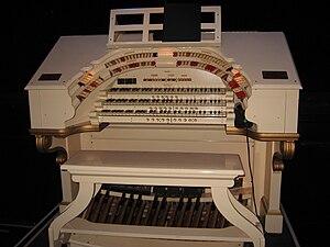 Orpheum Theatre (Los Angeles) - Wurlitzer theatre organ console