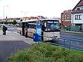 Louny, Hrnčířská, zastávka Osvoboditelů, autobus Kavka.jpg