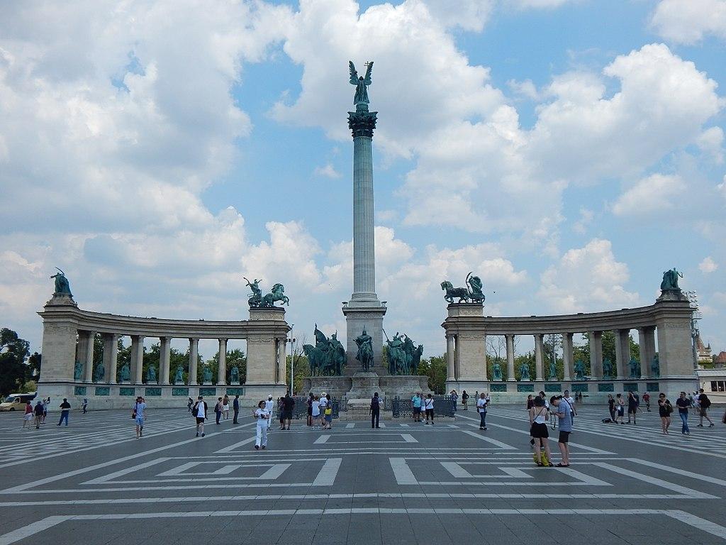 Place des Héros à Budapest : Célébration de l'histoire des Magyars.