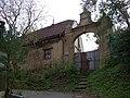 Lysolaje, Starodvorská čp. 36, brána (01).jpg