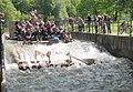 München - Flaucher - Floß auf dem Ländkanal 07 (cropped).jpg