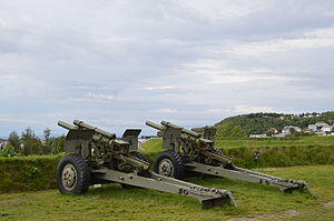 M2 howitzers at Kristiansten Fortress (2013).JPG
