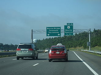 Massachusetts Route 25 - Eastbound Route 25 near Exit 3 and the freeway's eastern terminus. Route 28 is unsigned at this interchange.