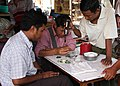 Mandalay-Jademarkt-04-Kontrolle-gje.jpg
