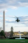 Marine One Lands on the South Lawn (40548776213).jpg