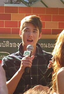 Mario berpidato dalam suatu acara pameran buku di Bangkok tahun 2008.
