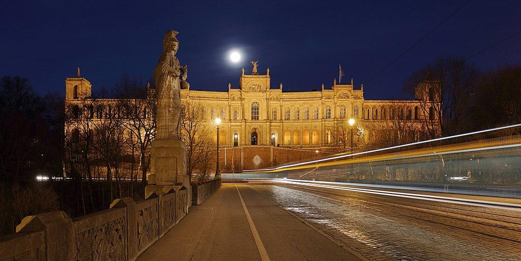 Maximilianeum Munich at Night, March 2018.jpg