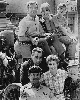 Mayberry R.F.D. - The cast of the third and final season of Mayberry R.F.D., 1970. Back row, L-R:  Ken Berry, Arlene Golonka, Buddy Foster. Front: George Lindsey (in hat), Jack Dodson, Alice Ghostley and Paul Hartman
