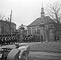 Militairen keren terug in de kazerne na de aubade ter ere van de 55e verjaardag…, Bestanddeelnr 252-8720.jpg