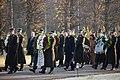 Ministru prezidents Valdis Dombrovskis piedalās svinīgajā vainagu nolikšanas ceremonijā Rīgas Brāļu kapos (6333615773).jpg