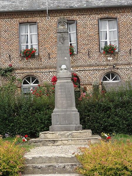 Montloué (Aisne) monument aux morts