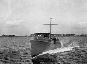 Motorboat Celeritas bow view.jpg