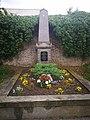 Náhrobek F. J. Vosmíkových, hrob rudoarmějců, pomník zajatců 03.jpg