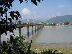 Narayani bridge in Gaindakot.jpg
