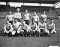 Nederland tegen Bulgarije 4-2 in het Olympisch Stadion knielen v.l.n.r. Bennie M, Bestanddeelnr 911-1427.jpg