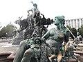 Neptunbrunnen 026.jpg