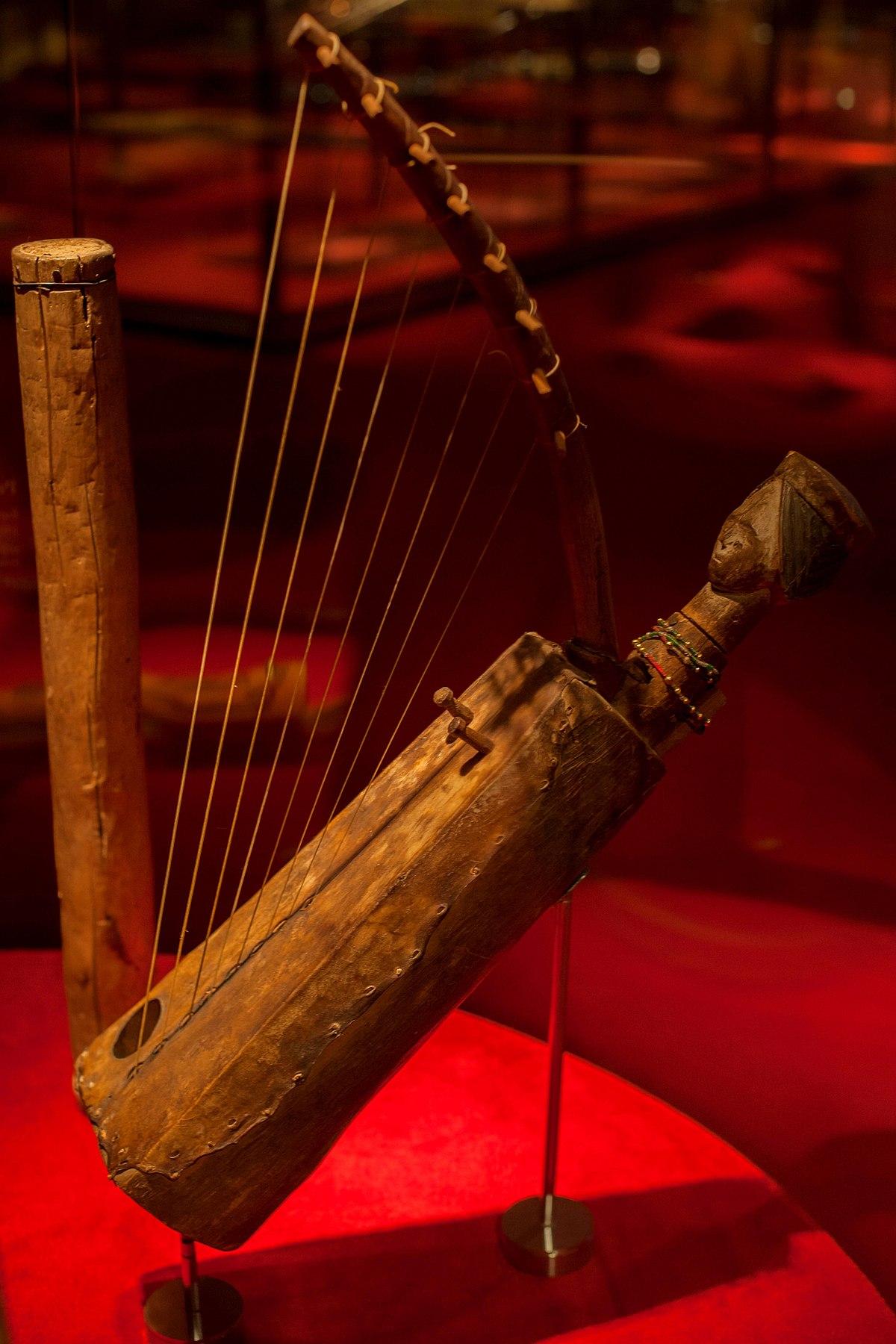 Resultat d'imatges de museu de la música arpa dona