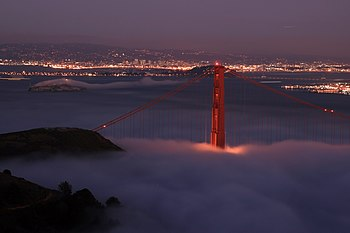 English: Night shot of Golden Gate Bridge and ...