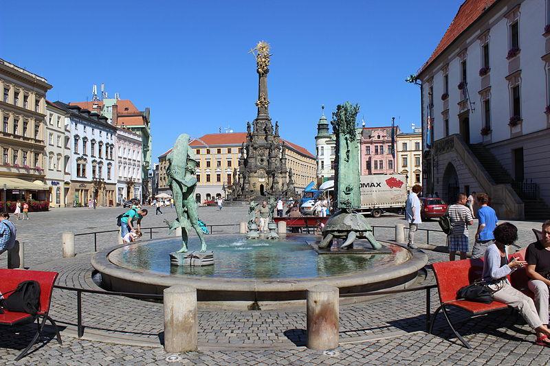 File:Olomouc, Horní náměstí, Arionova kašna (1).jpg
