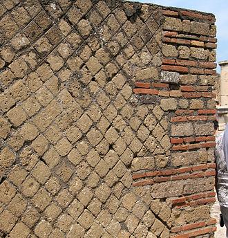 Opus reticulatum - Opus reticulatum in Pompeii