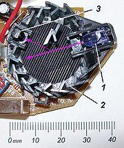 Foto zu Bild oben:1: IR-LED 2: schwarze Streulichtkammer (geöffnet)3: Fotodiodepinkfarben: Strahlwege