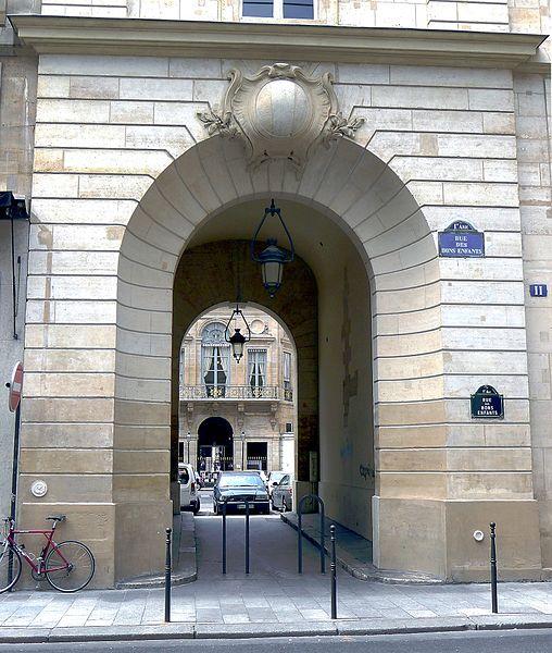 Fichier:P1100886 Paris Ier rue des Bons-Enfants n°11 passage Vérité rwk.JPG