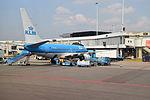 PH-BGL Boeing 737-7K2 KLM at AMS.jpg