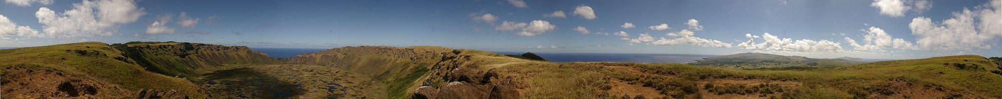Панорама острова Пасхи с границы кратера Рано-Као
