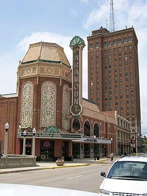 Paramount Theatre (Aurora, Illinois) - Image: Paramount Le Land