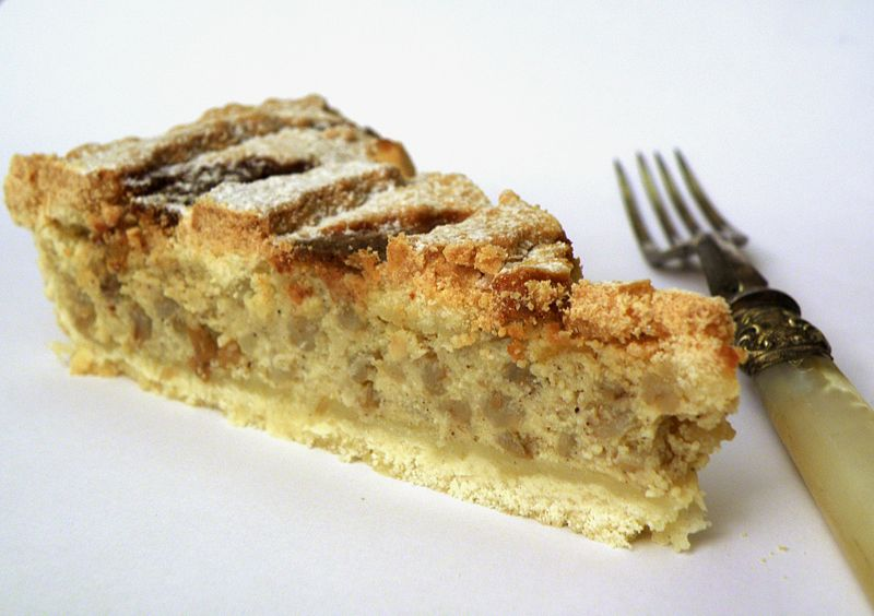 File:Pastiera slice - ready to eat.jpg