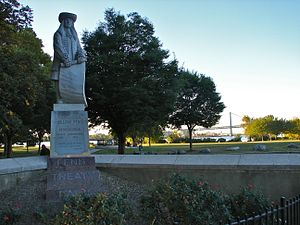 Penn Treaty Park - Penn Treaty Park with a statue of William Penn to the left and the Ben Franklin Bridge in the distance.