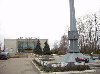 Petushki, Vladimir Oblast - Main square and the House of Culture in Petushki
