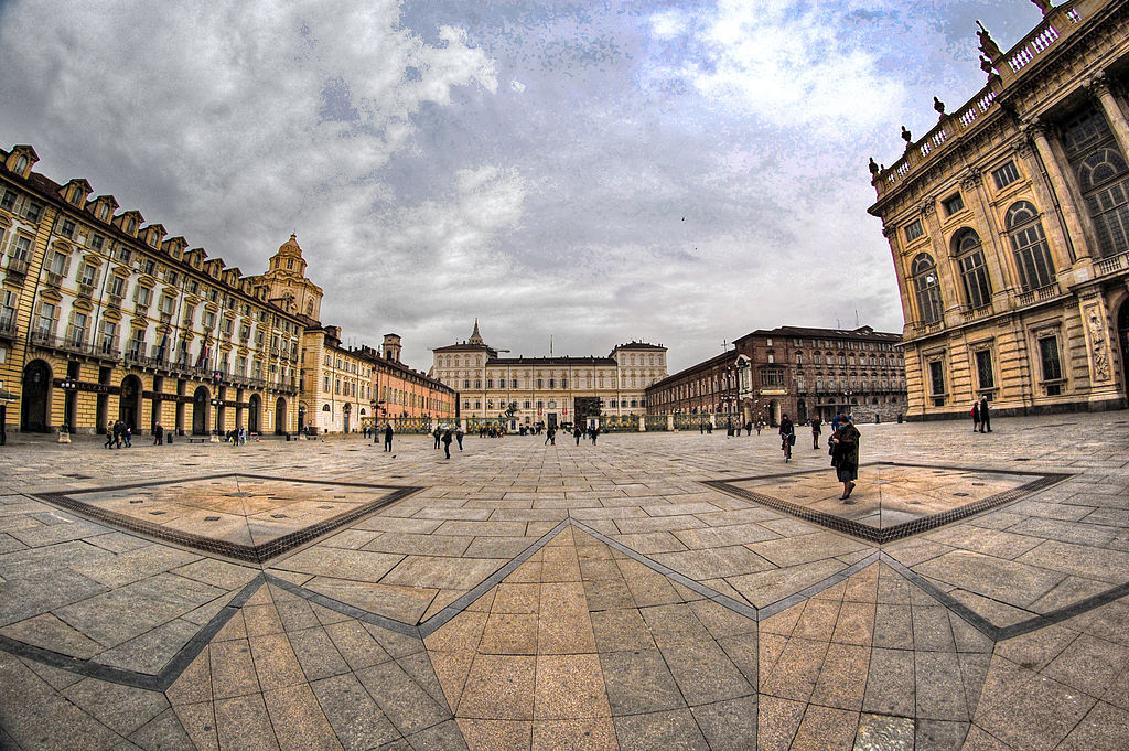 Piazza Castello à Turin avec le Palais Royal en face - Photo de Grassitelli